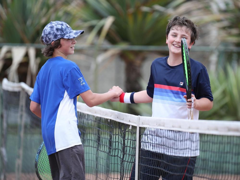 Atletas de quatro países disputam torneio internacional de tênis em Blumenau