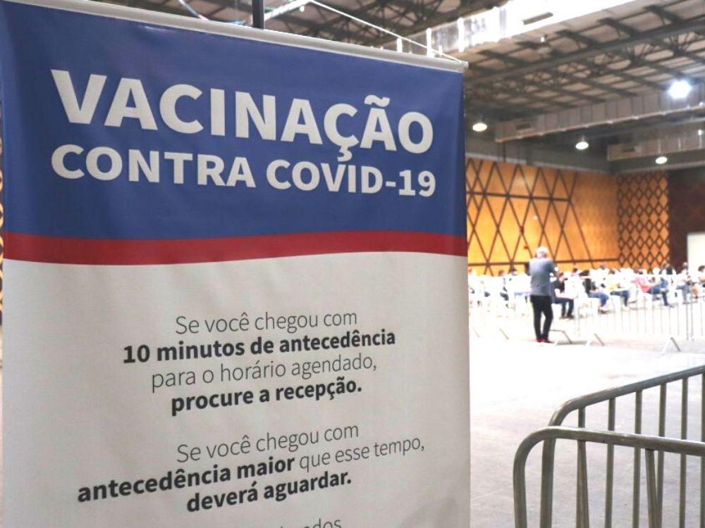 Blumenau reabre agendamento do reforço da vacina contra a Covid-19 para trabalhadores da saúde