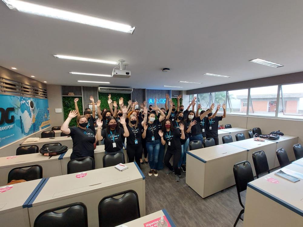 Adolescentes aprendem inglês e noções de logística em programa da Allog e Instituto Crescer