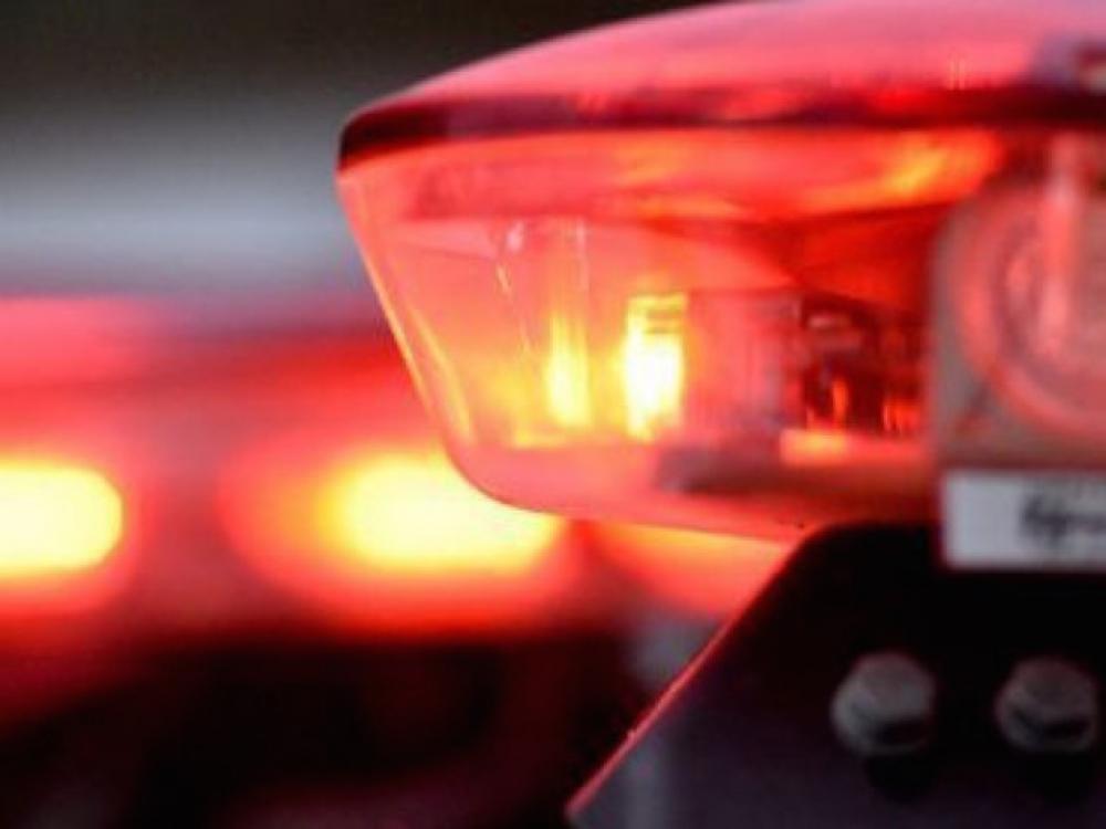 Casal armado rouba celular de pedestre que caminhava pela rua Bahia